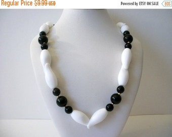 ON SALE Vintage 1970s Black White Classic Lucite Plastic Necklace 62216