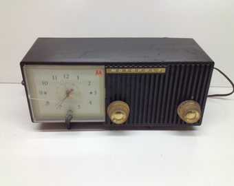 Vintage Retro Motorola Clock Radio MOdel 57CE - Art Deco Mid-Century Modern Audio Decor