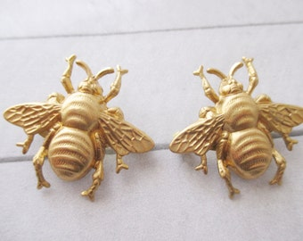 2 Bee brooch Gold BumbleBee pin Bee lapel pin Brass bug brooch Insect pin Woodland pinNature Wedding Bridesmaids Gifts for her