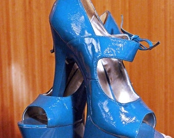 Hollywood Heels Platform Pumps, Size 9, Blue