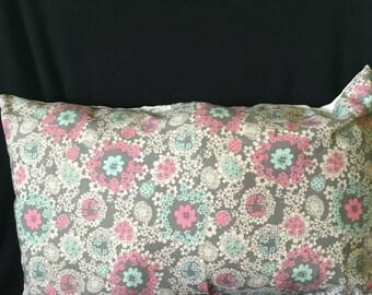 Set of 2 floral decrotive pillows