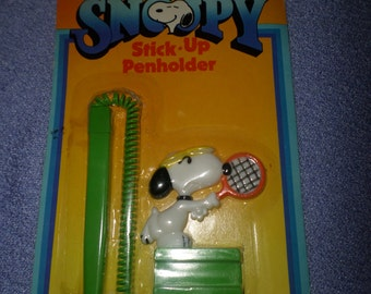Vintage Snoopy stick up pen holder with pen Tennis Snoopy NIP 1970's green white