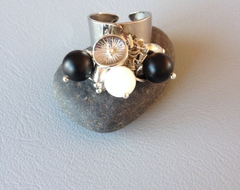 Adjustable silver metal ring,black and white, jade beads.
