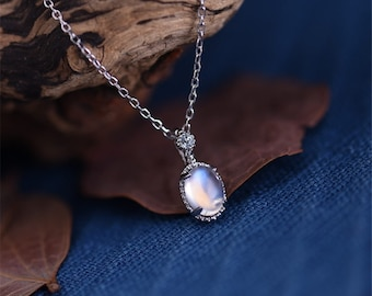 Luxury S925 Silver Natural Moonstone Pendant Necklace with 45cm Chain
