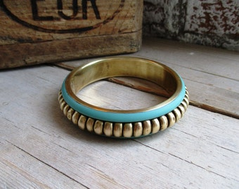 VINTAGE Messing bangle armband met mintgroen emaillen en bolletjes patroon