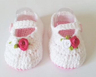 Baby booties, white booties, crochet baby booties, christening booties, baby shower, baby shoes, girl baby shoes, baby gift, newborn booties