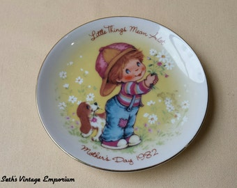 80's ~ AVON ~ Little Things ~ Collectible Plate ~ Little Things Mean Alot ~ Mother's Day 1982 ~  Exclusively Crafted for AVON ~ Home Decor