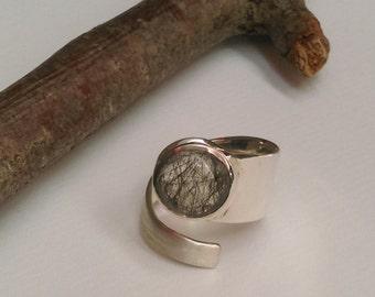 Ring with tourmaline quartz