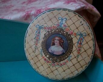 Marquise de Sevigne Chocolat tin. 1920.