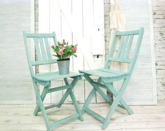 2 shabby garden chairs