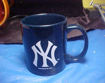 Great New York Yankee's mug in black Huunter/MLBP Highly collectible Mint never used