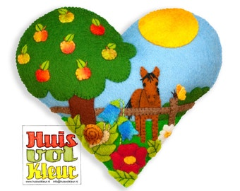 DIY Summer Heart Around the Apple tree