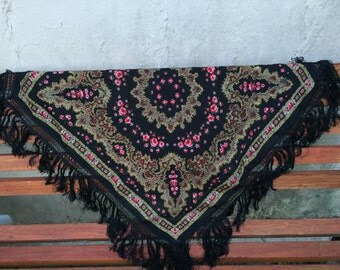 Vintage russian shawl with fringes