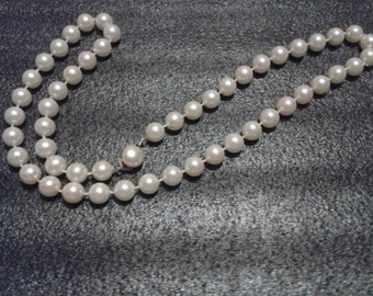 SALE 1950s White Faux Pearl Necklace With Button Clasp