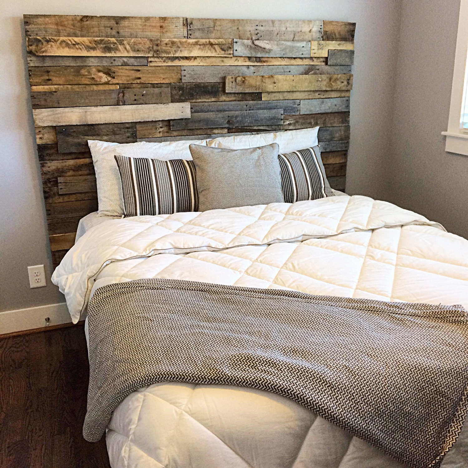 reclaimed pallet wood mosaic headboard. Black Bedroom Furniture Sets. Home Design Ideas