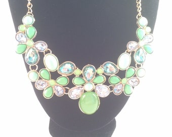 Green Flower Pattern Necklace