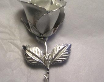 A Vintage Metal Pin of a Rose J14