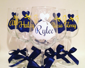 Bridal Party Glasses - Personalized Glasses - Bridesmaids - Wedding party- Wine Glasses