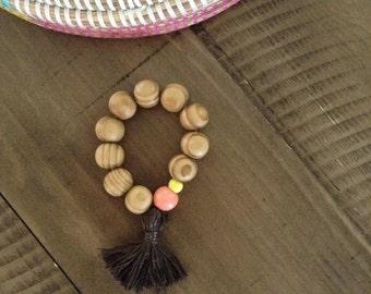 Chunky wood beaded bracelt