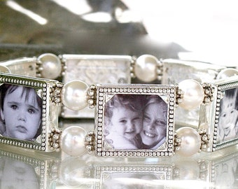 Photo Bracelet, Photo jewelry, Picture jewelry, Photo gift for Mom, Gift for Grandmother, Holds six photos, Gift for Mom, Valentine Gift