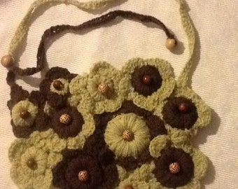 Flower necklace, crocheted