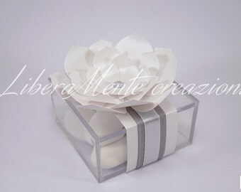 Box in plexiglass door confetti decorated with satin ribbons and flower in Pearl paper and sparkly gems