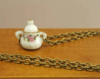 Necklace with miniature pot with pink flowers