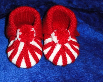 Baby booties,pom pom, gift for baby