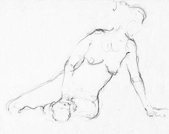 Mujer con mano en el suelo