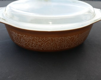 Pyrex Woodland casserole dish with lid