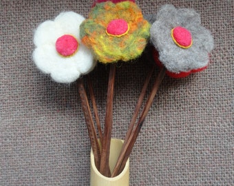 Felted wool flower with stem in larch wood in various colors, Made in Chiloe - Chile