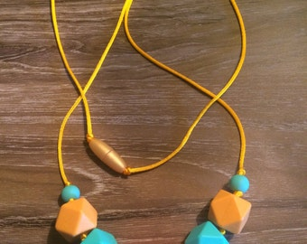 dentition in silicone necklace