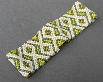 SALE ! Green beaded bracelet Geometric design Bead woven bracelet Seed bead bracelet Green peyote bracelet Summer peyote cuff Beadwork