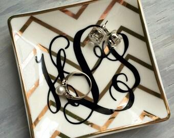 Personalized ring dish / Chevron / Monogrammed gift / Ring dish / Jewelry dish / Jewelry holder / Ring holder / Monogrammed gift / Custom