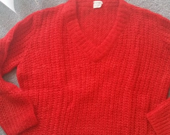 Evan Picone 70% mohair v-neck red sweater size medium