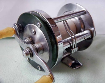 BEAUTIFUL Shakespeare Marhoff 1964 fishing reel.  Nickel Silver panels.  Excellent condition!