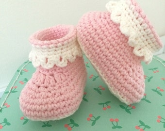 Super soft crocheted baby booties//babybooties//baby shoes baby gift baby shower gift//////handmade//handmade//crochet//crochet