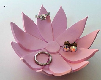 Lotus ring holder
