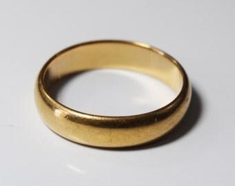 Vintage, 14K yellow gold wedding band - ring size 7