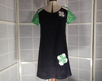 Robe trapeze with short sleeves in shades of Navy Blue, white and green