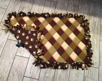 22 x 37 Hand Tied Green Plaid/Paw Print Fleece Pet Blanket