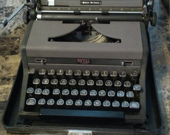 Vintage 1948 ROYAL Quiet De Luxe Portable Typewriter with Manual
