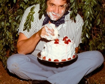 "Johnny Cash Cake Photo for the Back Cover of the ""Strawberry Cake"" Album - 5X7 or 8X10 Photo (AA-851)"