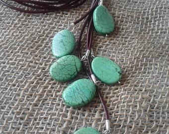 Neclace, howlite, leather, women's jewelry, eco friendly, ecofriendly, natural, bio Schmuck, organic jewelry, pendant, Halskette,