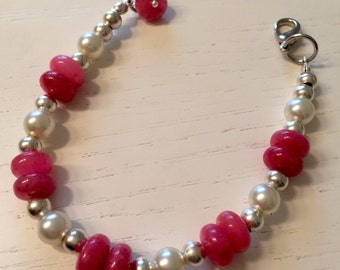 Pearl bracelet and pink stones