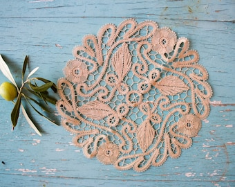 Vintage Greek Doily, Point de venise, Handmade lace, ca. 1950's, Ecru, 7.5'' inch round