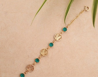 Bracelet with goldfield elements and swarovski stones.