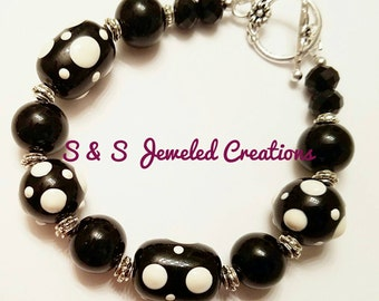 Black/White Lampwork Beaded Bracelet