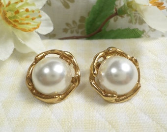 Vintage Gold Tone Clip Earrings With Faux Pearl DL#1