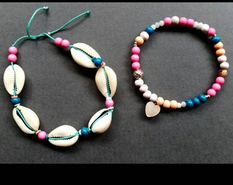 Shell bracelet with colored beads